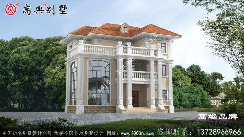 这座三层的自建别墅设计美观精致,简单华丽。